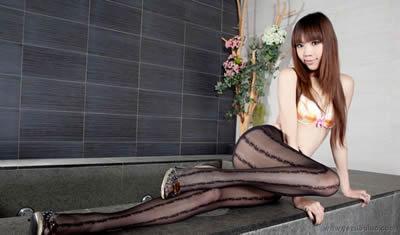 美丽的身材是这样出来的啊毛很多的女子珠圆玉润 玲珑曲线 迷幻红
