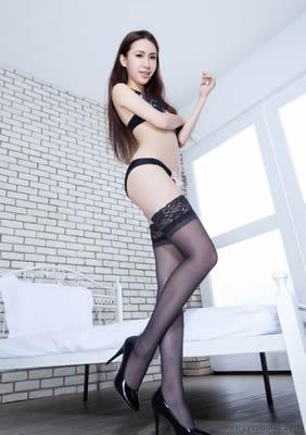 韩国裙底�L光叫两嫩小姐磨豆腐 然后双飞美女被两个黑鬼插
